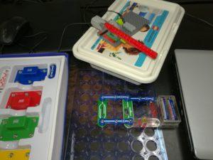 Занятия по электронике и по робототехнике на Lego WeDo и Scratch для младших школьников
