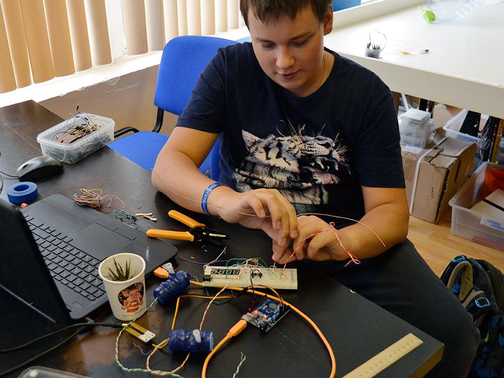 Занятия по автополиву на Arduino в летнем инженерном лагере