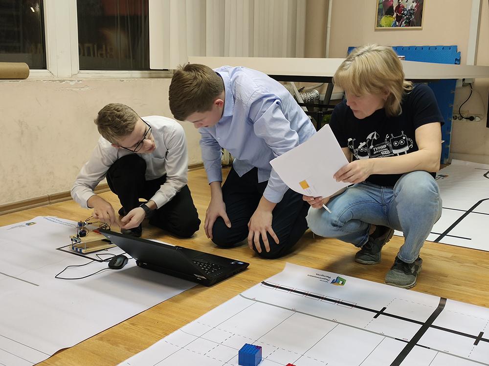 Отборочные соревнования Олимпиады ЦПМ по робототехнике в финал на площадке Робоцентра Полигон