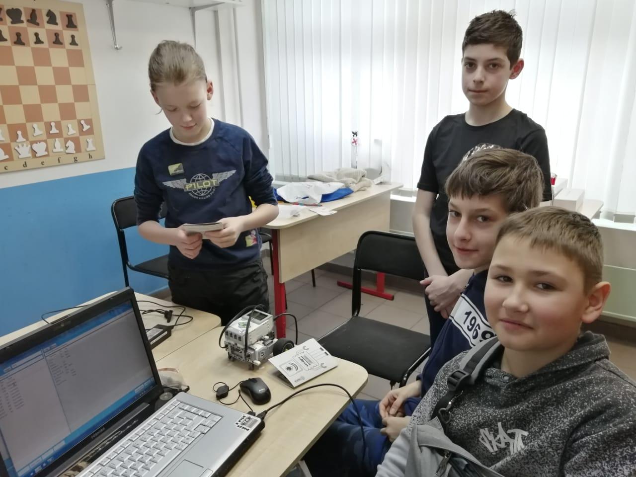 Мастер-класс по электронике в клубе Пилот